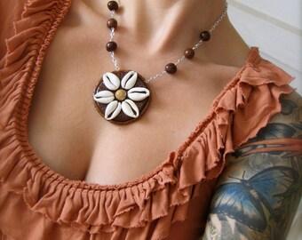 Daisy Shell Necklace