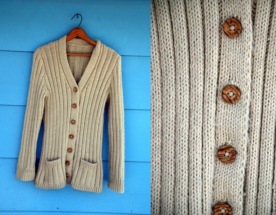 1970s. Cream cardigan with wooden buttons. s-l