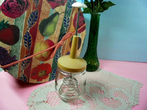Vintage Egg Beater Gold Lid Federal Housewares Glass 2 Cup