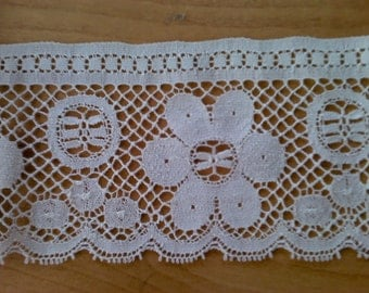 Flat Ecru Floral Lace Sewing Trim 2 Yards by 4 1/2  Inches Wide L0467