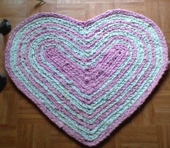 Crocheted Country Heart Rag Rug 32 X 25 Pink