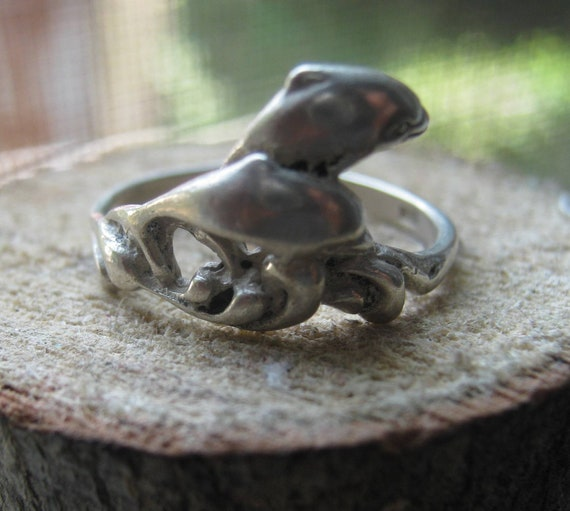 Vintage Sterling Silver Ladies Dolphins Jumping Ring Size 7