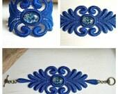 Acacia lace bracelet royal blue with vintage cabochon