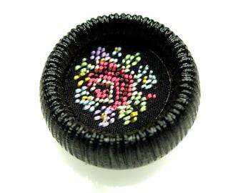Vintage embroidered flower motive black button 1pc
