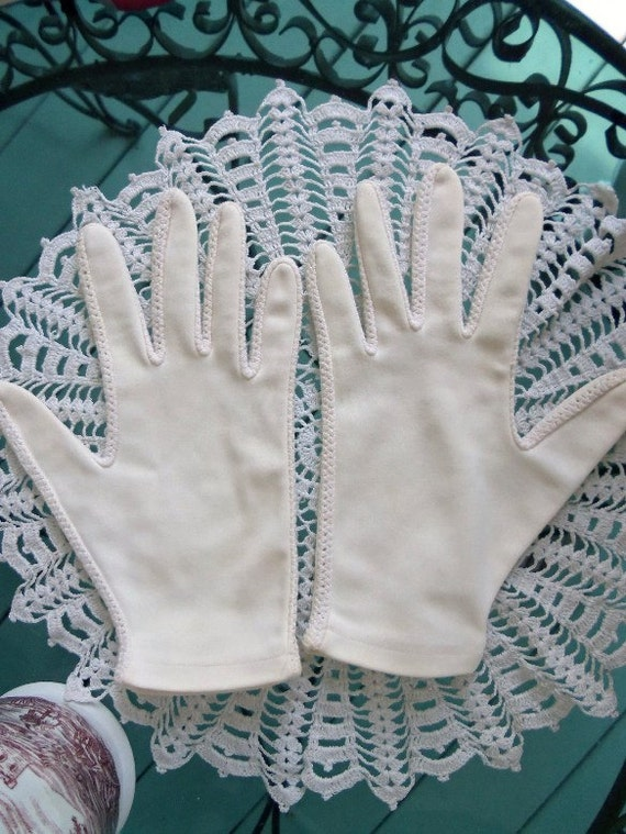 Vintage 60s Gloves in Off White Cream Ivory Nylon with Crochet Looking Insets