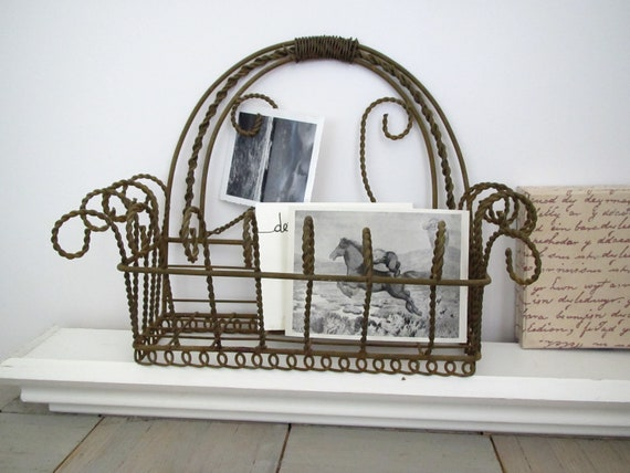 Vintage wire basket....rusty.......French-style........hanging