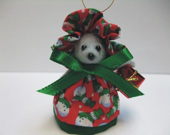 Free Shipping ) Shirley a gray felt Christmas Mouse Ornament Great for Mice Rat Rodent Collector animal lover By Terrys Country Shop ( 132 )