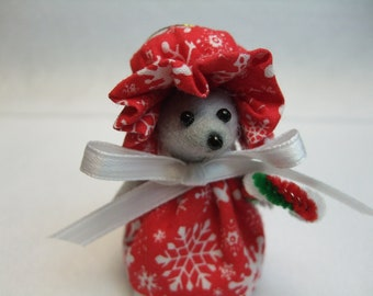 Free Shipping ) Snowflake is a Christmas Mouse Ornament Great for Mice Rat Rodent Collector Animal  lover  By Terrys Country Shop ( 108 )
