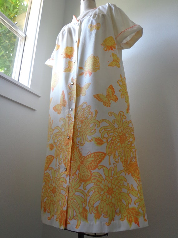 House Dress 1960s 1970s Orange and Yellow Butterflies and Flowers Size Large