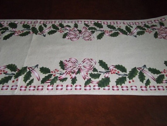 Christmas Table Runner - Holly and Ribbon Bows