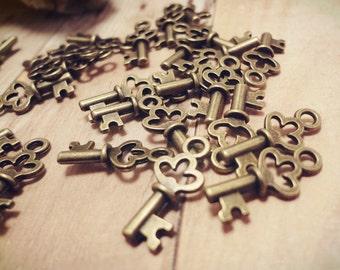 30pcs Antiqued Bronze Petite Crown Key Charm Extender Pendant Drop P34-HK9089