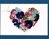 Pressed Flower Greeting Card, Coeur avec des fleurs/Heart with Flowers, REAL flowers, 5 x 7