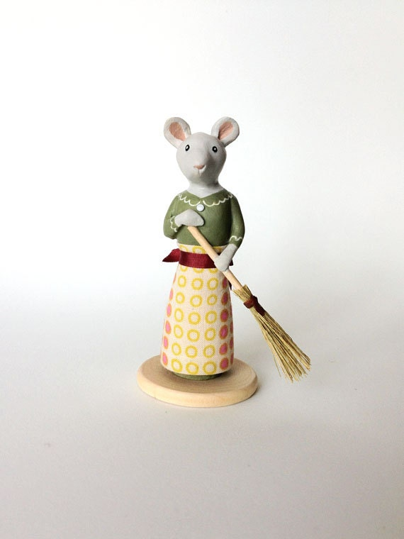 Miniature Sculpture, Mouse with Broom, Handmade Statuette, Small Gift Idea by Murmur Fremo