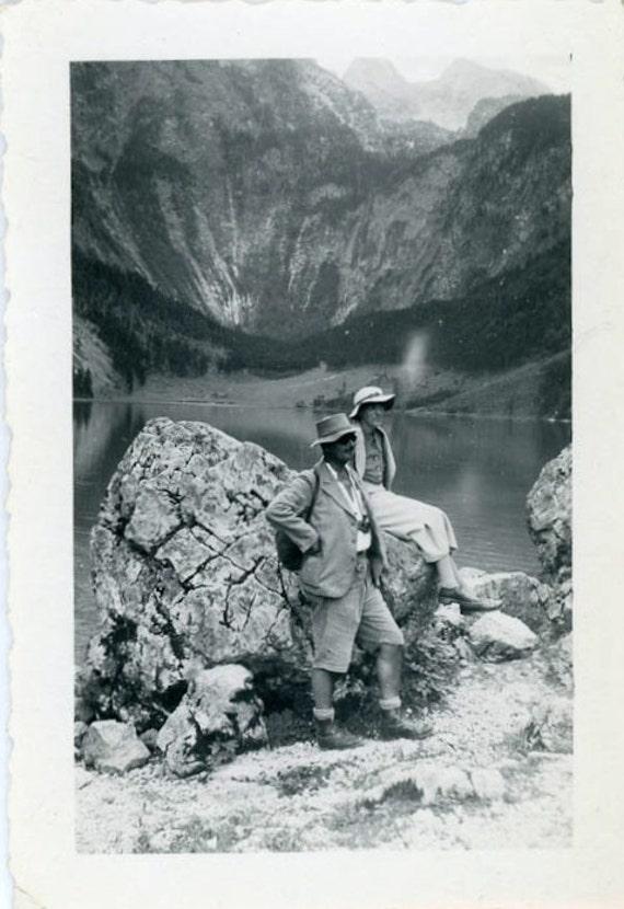 "Vintage Photo ""Hiking Couple"", Photography, Paper Ephemera, Snapshot, Old Photo, Collectibles - 0033"