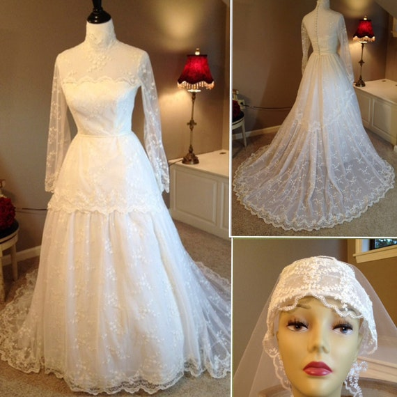 Reserved for Rebecca...Vintage Bianchi Lace Wedding Dress with Veil Size Medium