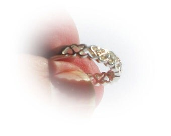 Sterling Silver Tessellated Heart Band with CZ Diamond Simulate Accents