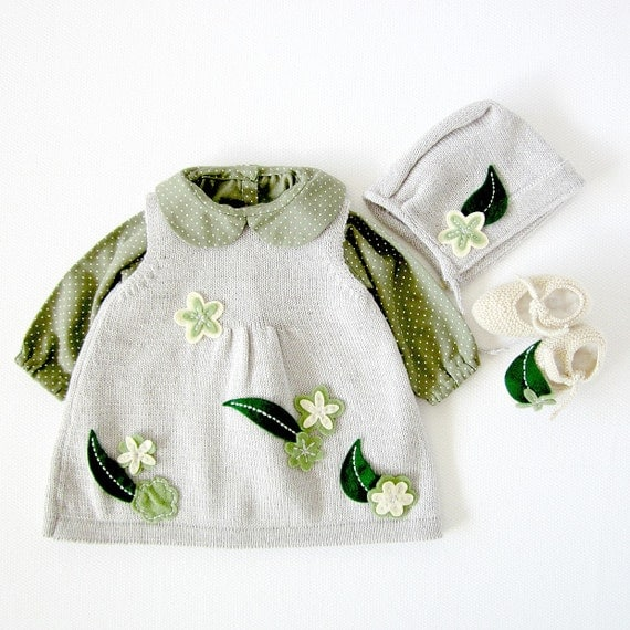 Knitted baby dress, cap and shoes, full of flowers and leaves, gray, pearl and green. 100% wool. Newborn. Item unique.