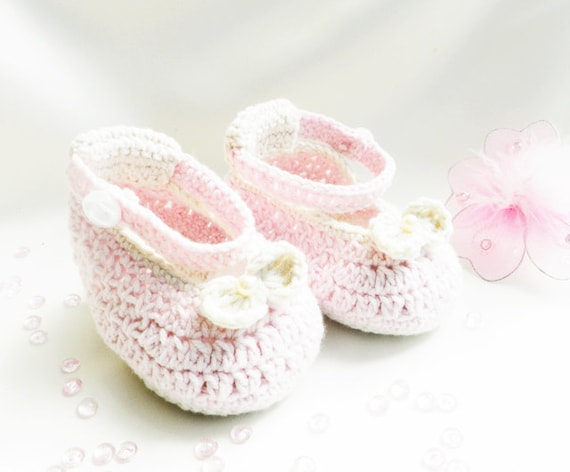 Crocheted pink  baby booties  , newborn fashion, baby shoes, READY TO SHIP