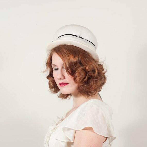 vintage 1960s hat / straw hat / Black & White
