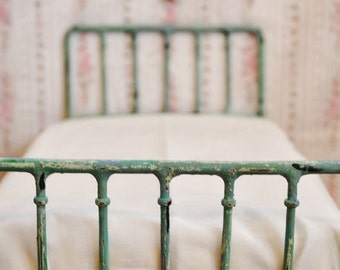 Doll Bed Shabby Chic Miniature 1/6 Playscale, Barbie, Blythe