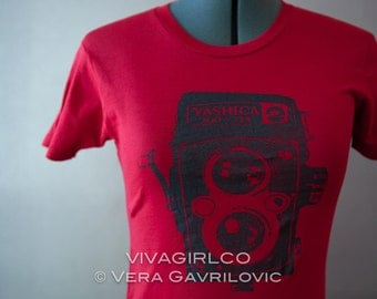 Vintage Camera Red Tshirt in Women's Small S