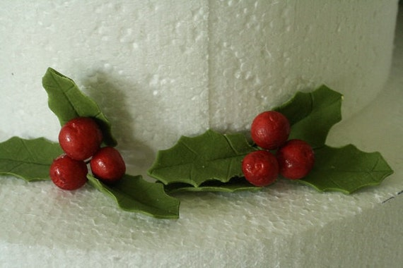 Cake Decorating Mini Holly Leaves : Gumpaste holly leaves and holly berries for by ACakeToRemember