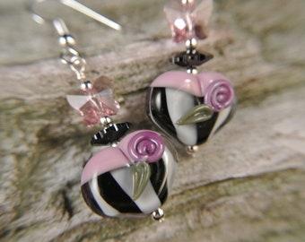 Fluttering Heart-Lampwork earrings