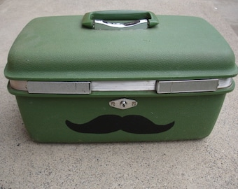 Small Stache Moustache Train Case