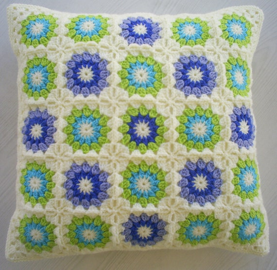 Blue and green in cream granny square cushion cover pillow - Cojines de ganchillo ...