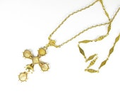 Vintage Cross Necklace in Gold Tone - Collier Croix. Vintage Jewelry by My Chouchou.