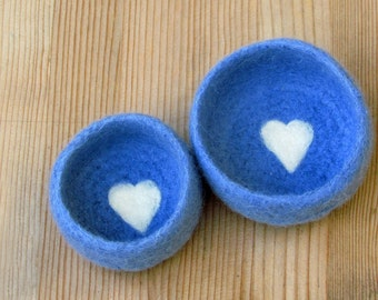 Felted bowls / Nesting bowls / Jewelry holder / wedding favor / Blue vessel with heart / hostess warming gift