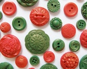 50 Edible Chocolate Buttons: Holiday Cheer
