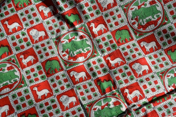 vtg 40s red green white printed woven COTTON fabric TEXTILE with ANIMALS large piece