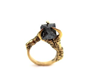 The Hunted - Crow Claw ring in 18kt gold plating with faceted magnitite stone