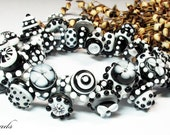 AV-Beads lampwork Bracelet in black and white SRA