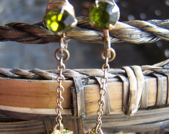 Vintage Green Rhinestone Gold Tone Chain Clip Earrings
