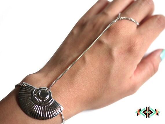 LITTLE WOLF - silver hand bracelet