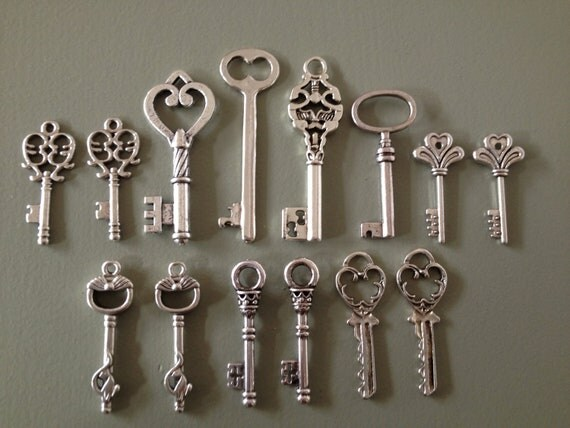 Keys to the Castle - Skeleton Keys - 14 x Antique Silver Vintage Skeleton Keys Key Set Old Keys