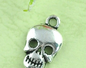10 Small Silver Metal Gothic Skull Charms or Pendants for Halloween chs0627