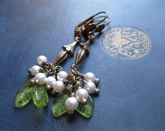 Christmas Wedding Jewellery. Mistletoe Bride. Victorian Christmas Yule Earrings Handfasting Bridesmaid Jewellery. Winter Wedding