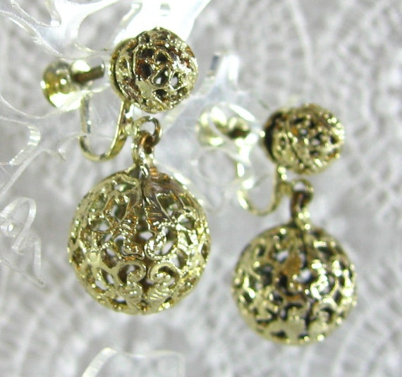 Vintage Dangle Earrings, Gold Filigree Balls, Ornate Floral Leaf Scroll, Screw-backs, 1950s 1960s Mad Men, Romantic Costume Jewelry