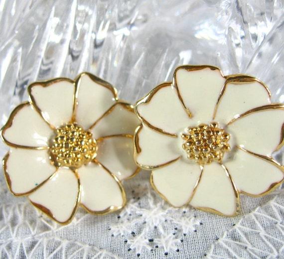 Vintage Daisy Earrings, White Enamel, Gold Flowers, Clip-ons, 1970's Flower Power Jewelry