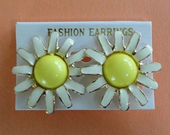 DAISY Clip-on Earrings - White and Yellow - DEADSTOCK - NOS