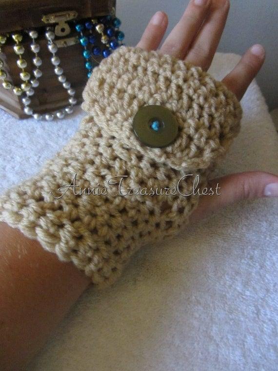 Beige Crochet Fingerless gloves with finger by AnnieTreasureChest