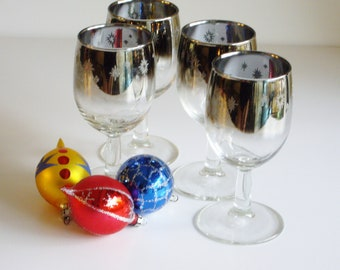 Vintage Barware Ombre Fade White Wine or Cordial Glasses Set of 4  Star Embossed Wintery Mid Century Made in France