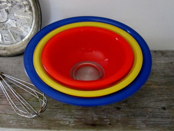 Primary Colored Mixing Pyrex Bowls - Nesting Bowls