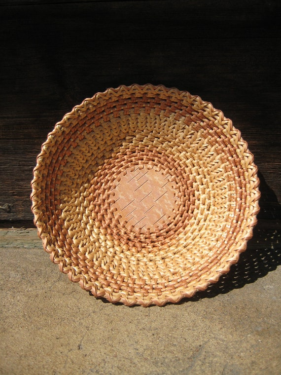 Woven plate Rustic table centerpiece Eco gift home decor Light straw color Chinese-bend pattern Easter table decor