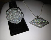 Silver holographic glitter lips necklace and rose ring set