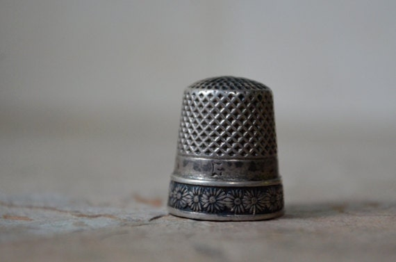 Sterling Daisy Thimble, Size 8
