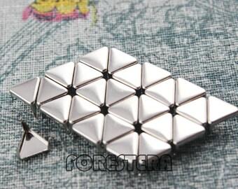 400Pcs 8mm Silver Flat Triangle Studs Small Metal Studs (SFT08)